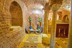 De steencrypt in St Barbara Church, Kaïro, Egypte royalty-vrije stock afbeeldingen