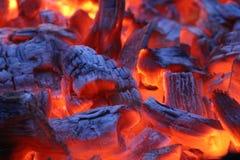 De steenkool en de steenkolenvlammen Royalty-vrije Stock Foto