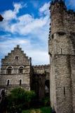 De steenmuren van het Gravensteen-kasteel in Gent, België stock afbeeldingen
