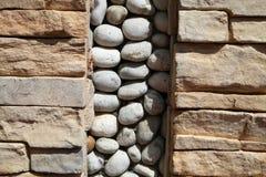 De steenmuren zijn verfraaid met keien Stock Afbeelding