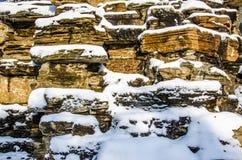 De Steenmuur met Sneeuw Royalty-vrije Stock Foto's