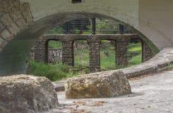 De steenoverwelfde galerij cruved erachter overwelfde galerij Royalty-vrije Stock Fotografie