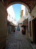De Stegen van de steenoverwelfde galerij binnen Sousse Medina Royalty-vrije Stock Afbeelding