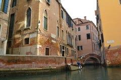 De stegen van Venetië stock afbeelding