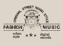 De steile baviaan luistert een muziek in hoofdtelefoons stock illustratie