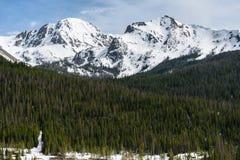 De Steile rotsen van de Zomerbergen van Colorado ` s nooit Stock Fotografie