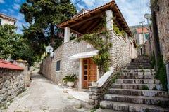 De steile stegen bij de ommuurde oude stad van Dubrovnik royalty-vrije stock afbeeldingen