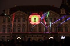 De stem van Cijfers het lichte videomapping bij de Oude steden regelt in Praag tijdens het Signaal lichte festival 2016 Stock Afbeeldingen