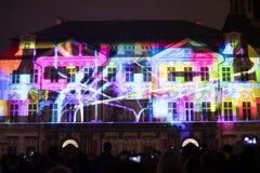 De stem van Cijfers het lichte videomapping bij de Oude steden regelt in Praag tijdens het Signaal lichte festival 2016 Stock Afbeelding