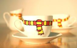 De stemming van de winter in koffiekoppen stock foto's