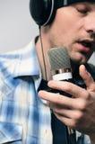 de stemopname, een mens zingt stock fotografie