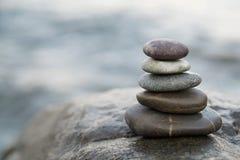 De stenen en het bamboe van Zen De meditatiesymbool van het vredesboeddhisme Ontspanning royalty-vrije stock foto's