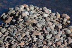 De stenen op de kust sluiten omhoog royalty-vrije stock fotografie