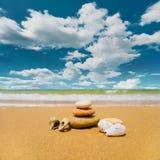 De stenen van Zen op het strand Stock Afbeelding