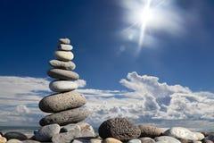 De stenen van Zen op het strand Stock Afbeeldingen