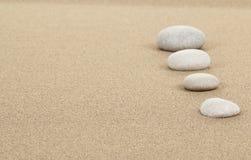 De stenen van Zen in zand Stock Afbeelding