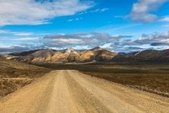 De stenenweg in Chukotka, Rusland Stock Foto's
