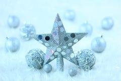 De ster en de ballen van Kerstmis Royalty-vrije Stock Foto's