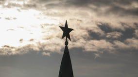 De ster van het Kremlin op de achtergrond van de passage van wolken Royalty-vrije Stock Foto's