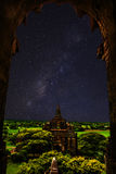 De sterren van de nachthemel met tempel in bagan royalty-vrije stock foto's