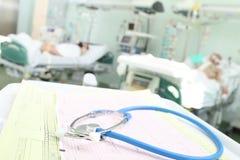De stethoscoop en ECG symboliseren kloktoezicht Royalty-vrije Stock Fotografie