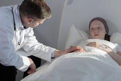 De steun van de arts in ziekte royalty-vrije stock afbeelding