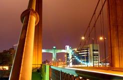 De steunen van de brug bij nacht Stock Foto's