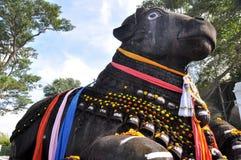 De stier Nandi op Chamundi Heuvel, Mysore, India Royalty-vrije Stock Foto