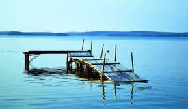 De stijging van de waterspiegel op het meer stock afbeelding