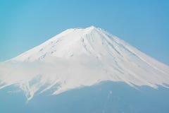 De stijgingen van MT Fuji boven Meer Kawaguchi Royalty-vrije Stock Fotografie