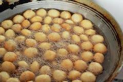 De stijl van Azië van bataatgebraden gerechten op de pan Stock Afbeeldingen