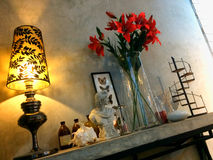 De stijl van de de decoratiezolder van de hoekruimte, planken van de mortiermuur stock foto's