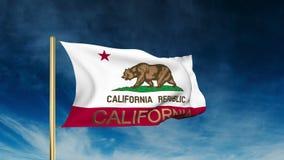 De stijl van de de vlagschuif van Californië met titel Binnen het golven stock video