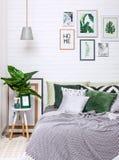 De stijl van het slaapkamer binnenlandse huis het schilderen kroonluchterbloem stock afbeeldingen