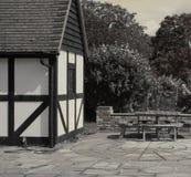 De stijlhuis en terras van Tudor Stock Afbeeldingen