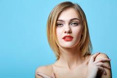 De stijlportret van de mode van mooie gevoelige vrouw Stock Afbeelding
