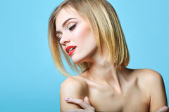 De stijlportret van de mode van mooie gevoelige vrouw Royalty-vrije Stock Foto's