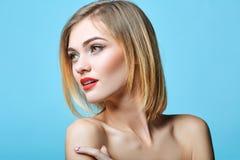 De stijlportret van de mode van mooie gevoelige vrouw Stock Fotografie