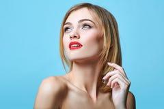 De stijlportret van de mode van mooie gevoelige vrouw Stock Foto's