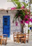De stijlstraten en architectuur van Cycladen in Lefkes-dorp, Paros, Griekenland stock foto