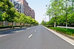 De stille weg van stadsvoorsteden Royalty-vrije Stock Foto's