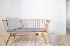 De stoel van de autobankeigenschap in Deens stileerde binnenland Stock Afbeeldingen