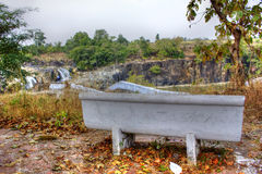 De stoel van het cementpark met een mening Royalty-vrije Stock Fotografie