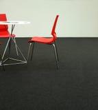 De stoelen en de lijst van het ontwerp Royalty-vrije Stock Foto's