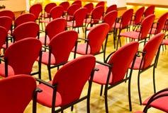 De stoelen van de conferentie stock afbeelding