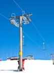 De stoelen van de skilift Stock Afbeeldingen