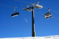 De stoelen van de skilift Stock Foto's