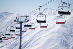 De stoelen van de skilift Stock Fotografie