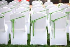 De stoelen van het huwelijk royalty-vrije stock afbeelding
