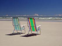 De stoelen van het strand Stock Afbeeldingen
